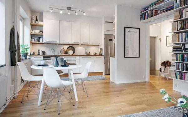 обеденный стол в интерьере кухни-гостиной