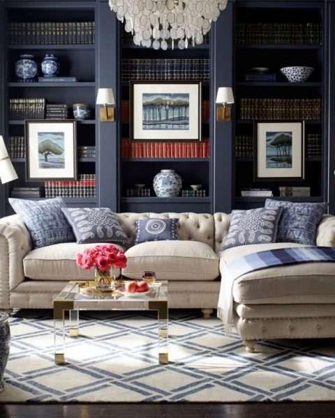 Синий цвет в интерьере классической гостиной