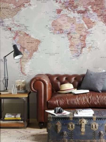 кожаный диван в интерьере современной гостиной