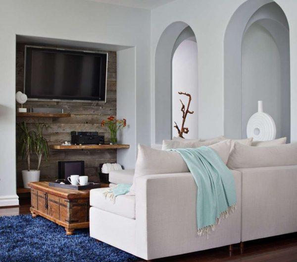 гостиная с телевизором на стене