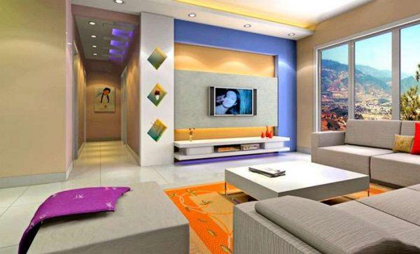 телевизор в гостиной с ярким дизайном