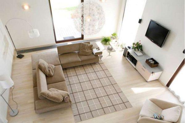 телевизор в интерьере светлой гостиной