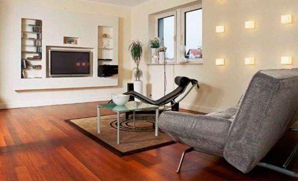 телевизор в интерьере гостиной на стене