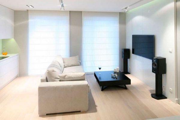 телевизор в интерьере гостиной в пастельных тонах