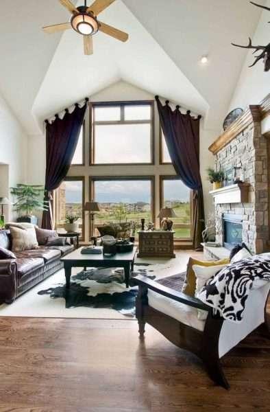 стильные фиолетовые шторы для нестандартного окна