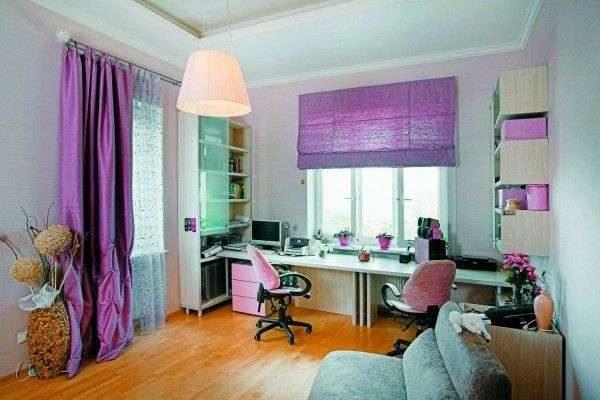 фиолетовые шторы и фиолетовые жалюзи в интерьере гостиной