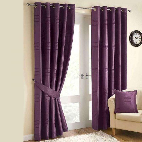 фиолетовые шторы с подхватом в интерьере гостиной