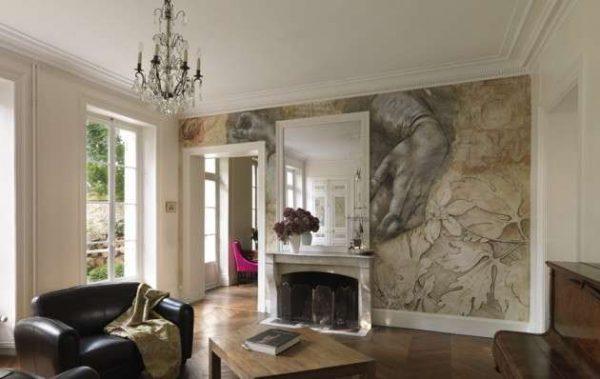 фреска у камина в интерьере гостиной