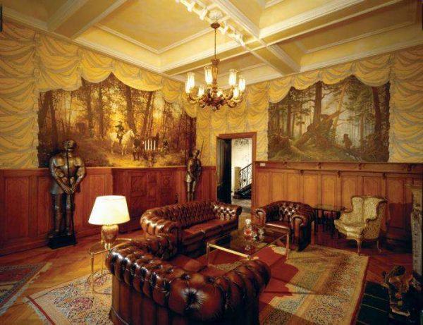 фреска с риуснками лесных пейзажей в интерьере гостиной