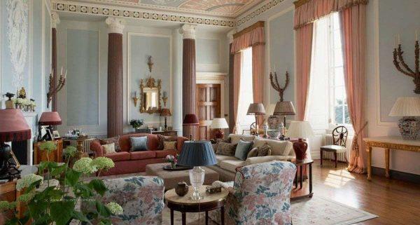 Роскошная большая гостиная в английском загородном доме