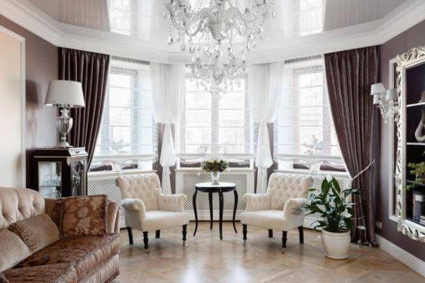 Интерьер гостиной в классическом стиле с мягкими тонами
