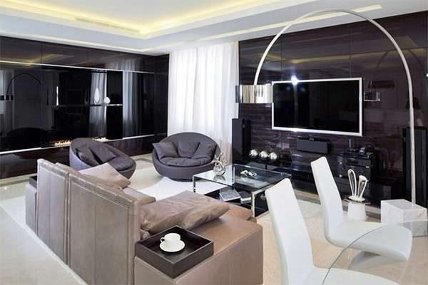 глянцевые стены в интерьере гостиной 20 кв. метров