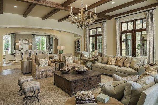 потолки из тёмных деревянных балок в интерьере гостиной в стиле прованс