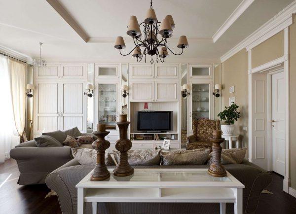 роскошная люстра в интерьере гостиной в стиле прованс