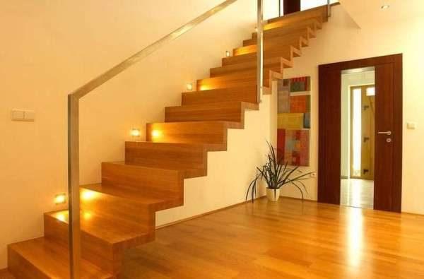 одномаршевая лестница с подсветкой в интерьере гостиной