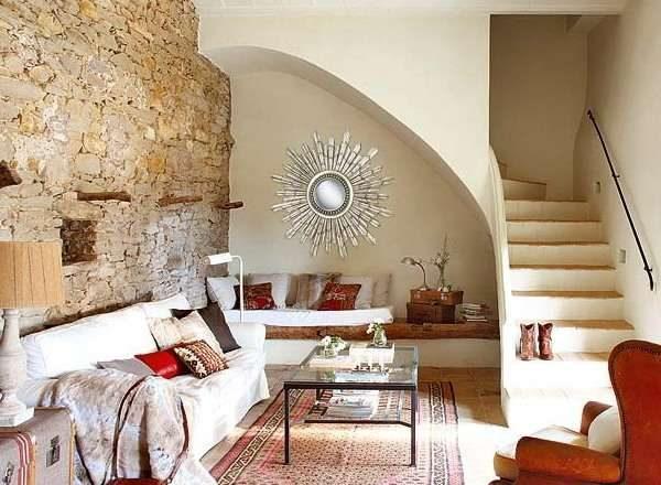 лестница в интерьере гостиной в эко стиле