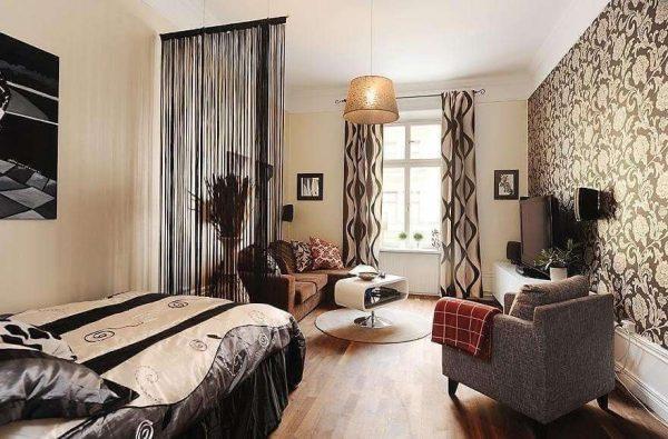 перегородка из шторы в интерьере гостиной спальни 18 кв. метров