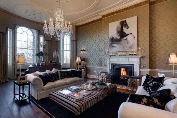 отделка потолка и стен в гостиной в английском стиле