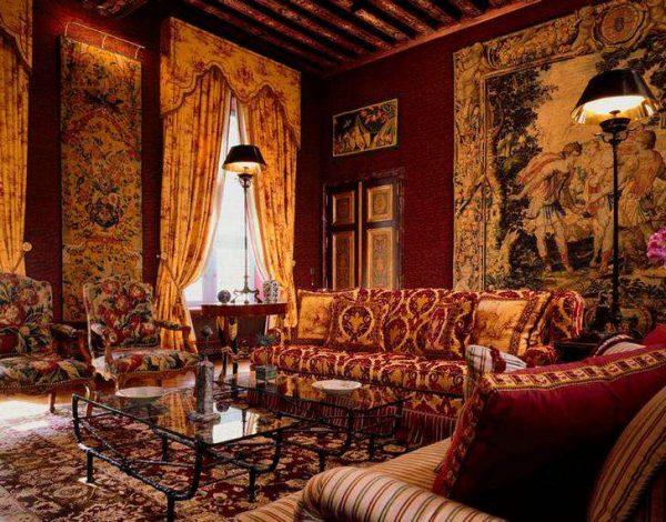 гобелен с пейзажем в гостиной в английском стиле