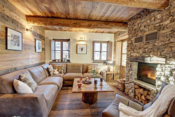 шале в гостиной в деревянном доме