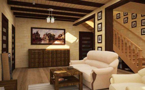 персиковый диван в интерьере гостиной в деревянном доме