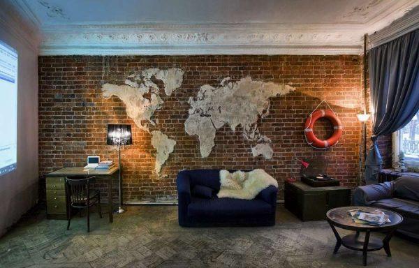 стены с картой мира в интерьере гостиной в стиле лофт
