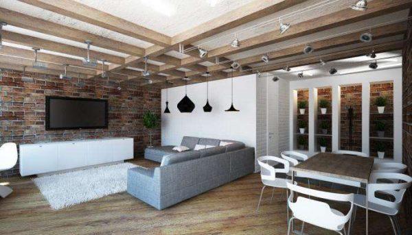 потолок с деревянными балками в интерьере гостиной в стиле лофт