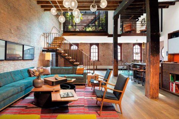 яркий интерьер гостиной в стиле лофт