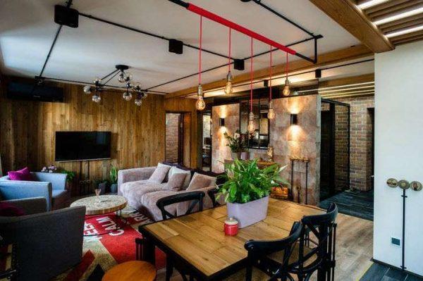 интерьер гостиной в стиле лофт с потолочными светильниками