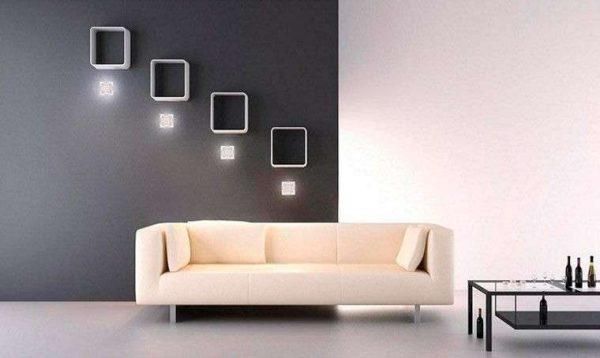 бежевый диван в чёрно-белой гостиной минимализм