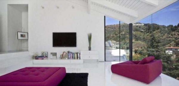 фиолетовые кресла для гостиной в стиле минимализм