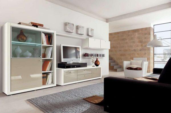 белая модульная стенка в гостиной