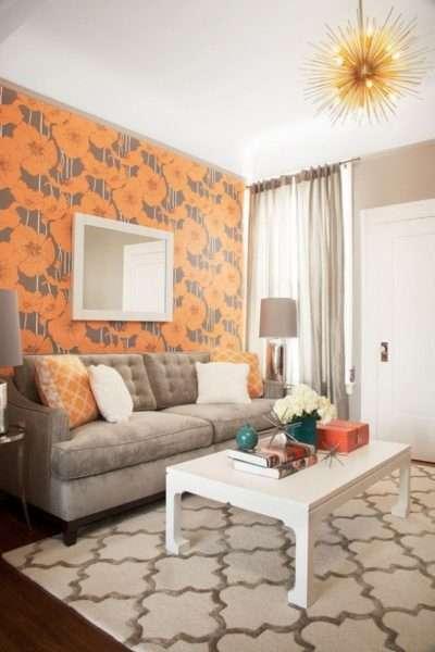 стена с маками в интерьере гостиной