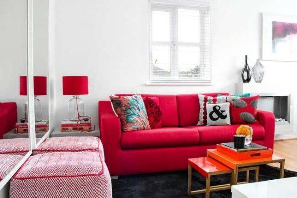 красная мебель в интерьере гостиной в современном стиле