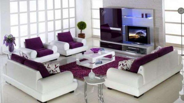 белый и фиолетовый цвета в интерьере гостиной в современном стиле