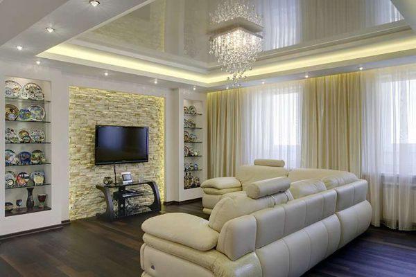 белый натяжной потолок в интерьере гостиной 18 кв м в хрущёвке