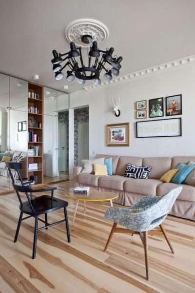 роскошная люстра в интерьере гостиной 18 кв.м в хрущёвке