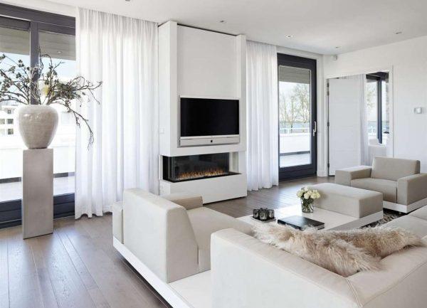 Гостиная с камином и телевизором