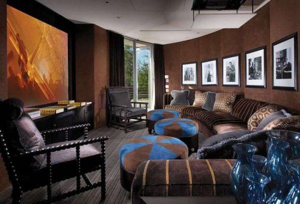 коричневые шторы в интерьере шоколадной гостиной