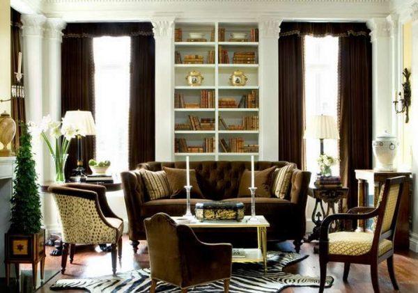 Коричневые шторы в интерьере гостиной в стиле классика