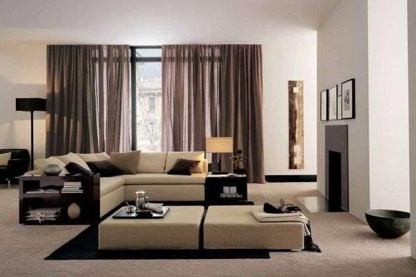 полупрозрачные коричневые шторы в интерьере бежевой гостиной