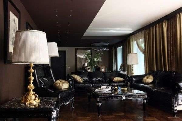 коричневые шторы в интерьере гостиной с чёрной мебелью