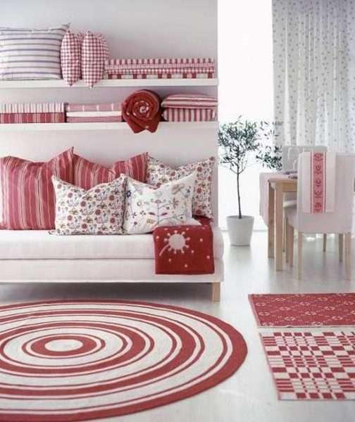 ковёр в интерьере розовой гостиной