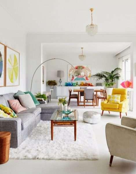 ковёр в интерьере светлой гостиной