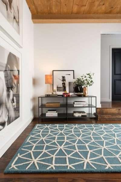 напольный ковёр в интерьере гостиной