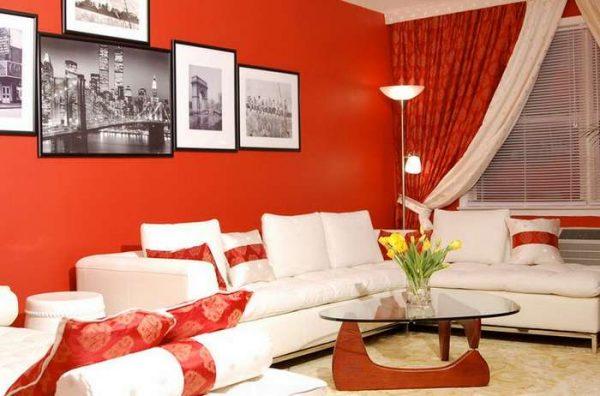 красные шторы в интерьере гостиной в красно-белых цветах