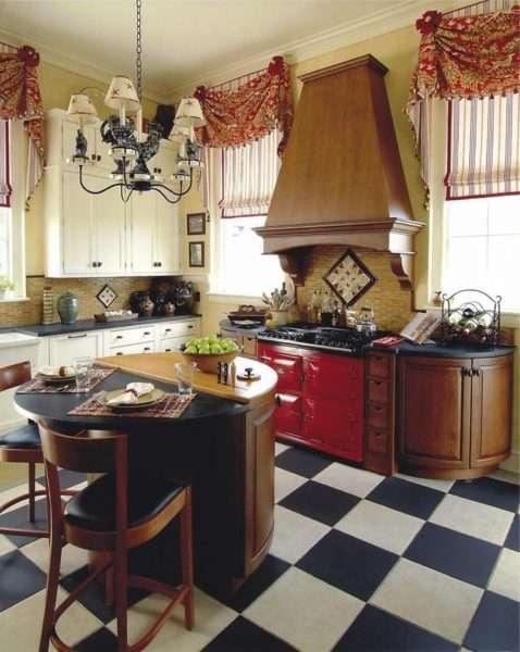 красные шторы в интерьере кухни-гостиной