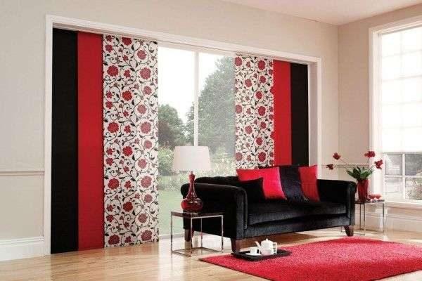 японские красные шторы в интерьере гостиной