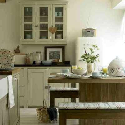 обеденный стол в интерьере кухни гостиной