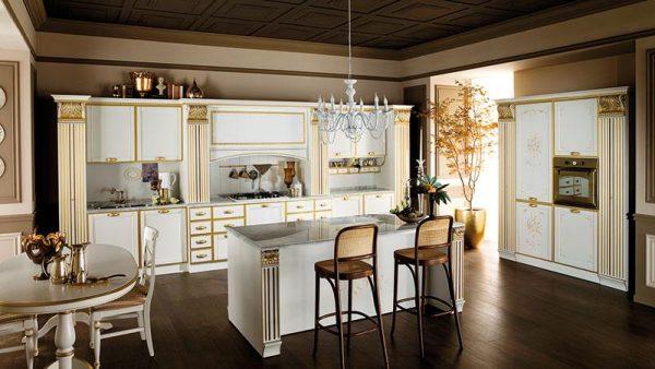 просторная кухня гостиная со столом обеденным